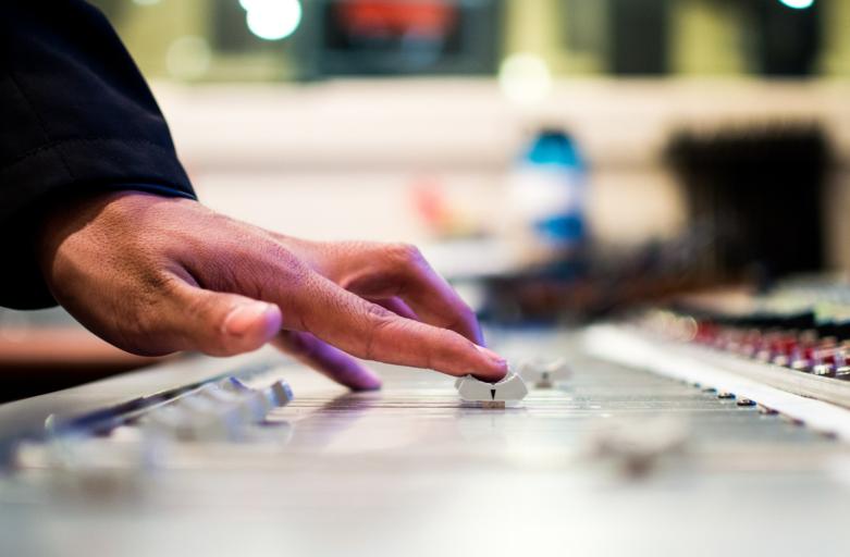 Choisir un DJ pour votre mariage, une astuce à ne pas mettre de côté