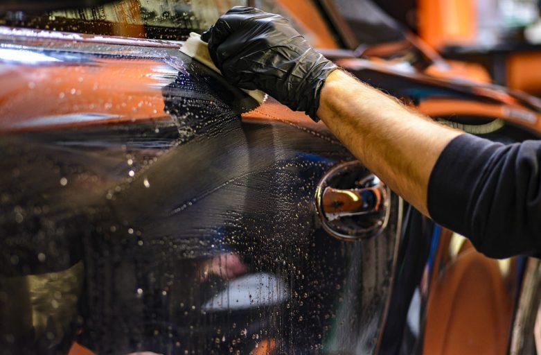 Comment bien nettoyer la carrosserie de sa voiture ?